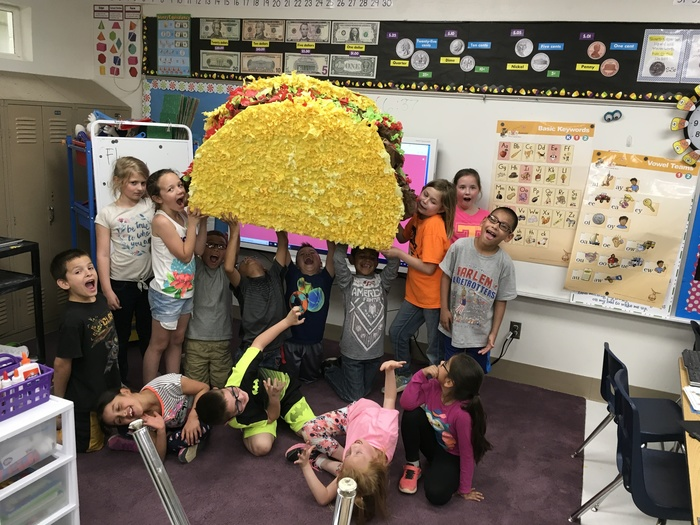 The finished taco pinata!